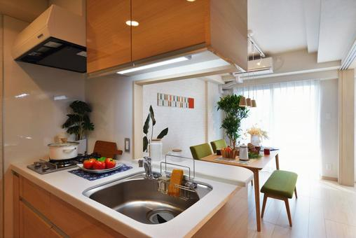 Fashionable face-to-face counter kitchen