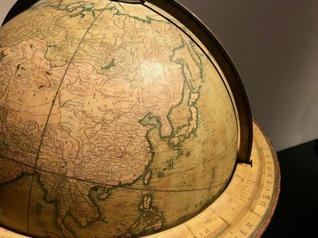古い地球儀と日本