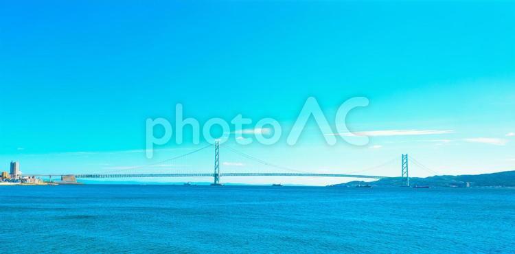 青空の明石海峡大橋の写真