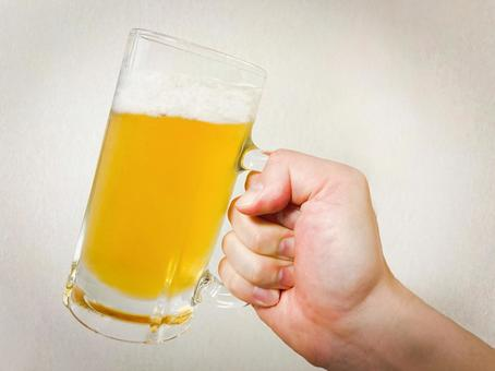 Draft beer / liquor / alcohol / non-alcoholic beer / toast / drink