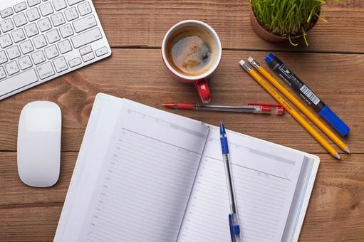 PC accessories and writing instruments and coffee 4