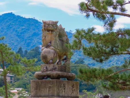 Itsukushima Shrine guardian dog