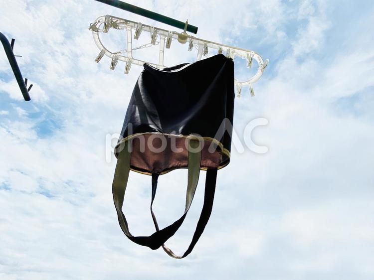 洗濯して干したマイバッグの写真