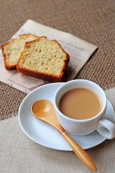 Milk tea and pound cake