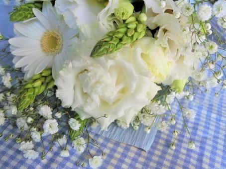 Neat white bouquet