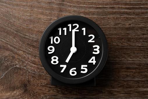 Clock 7 o'clock 19 o'clock