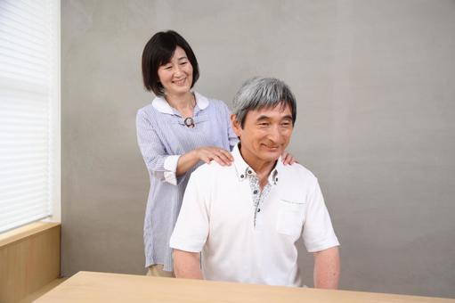老年夫婦2按摩