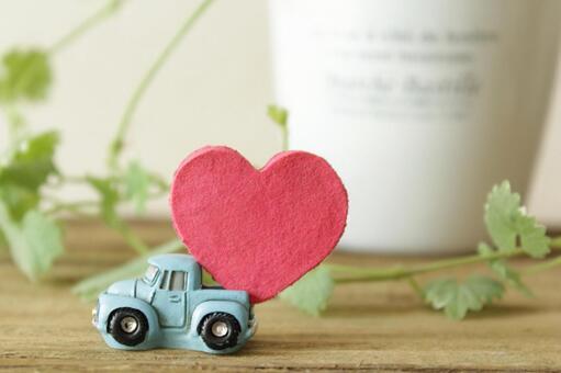 A light blue car delivering a heart vol.1