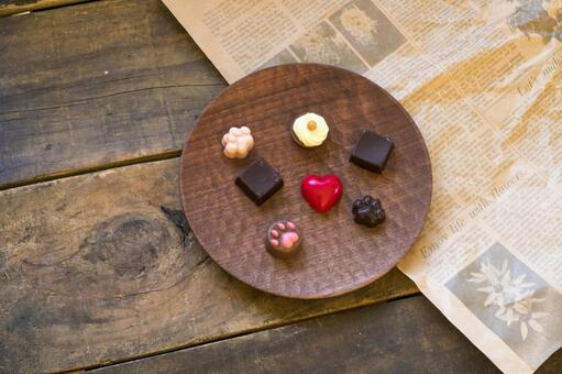 Valentine chocolate _ wooden plate _ paws