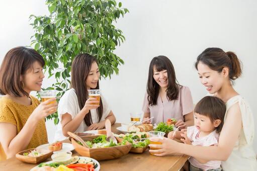 Female friends eating