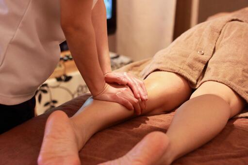 Aroma Treatment Leg Massage
