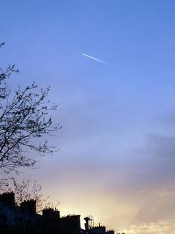 哦,一架飞机。