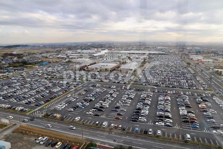 アウトレットの巨大駐車場の写真