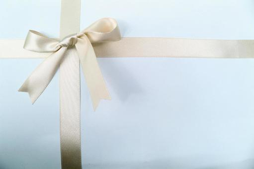Ribbon texture cross wrapping gold