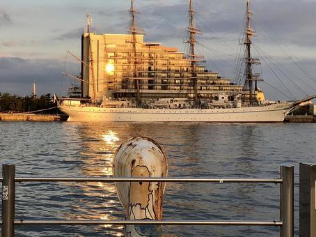 夕日の海王丸