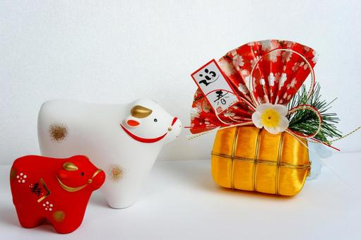 Auspicious accessories and gold bales of the year of the ox