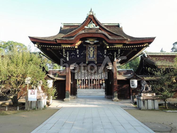 早朝の京都 北野天満宮 三光門3の写真