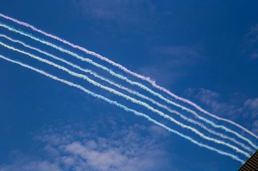 Blue Impulse smoke and national stadium dyed in five colors