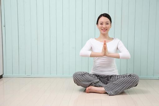 Women who do yoga 8