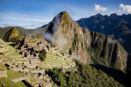 감시 오두막에서 바라 보는 마추피추와 와이나삐츄 산