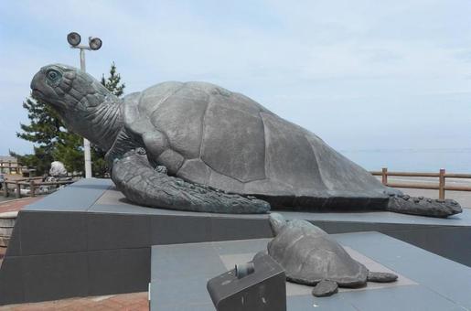 Road Station / Oyashirazu Pier Park的烏龜親子雕像