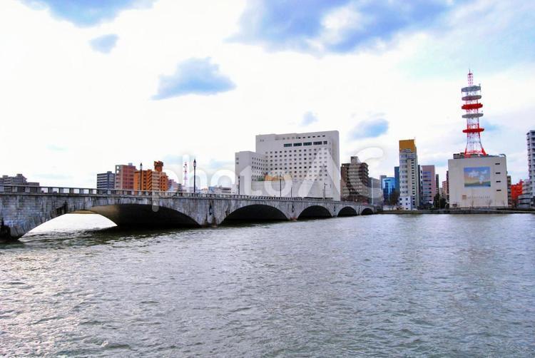 萬代橋 新潟 信濃川 解放感,ストレスフリー,コロナ疲れ,自粛疲れ,gotoキャンペーン ナチュラル,空,青空,晴れ,風景の写真
