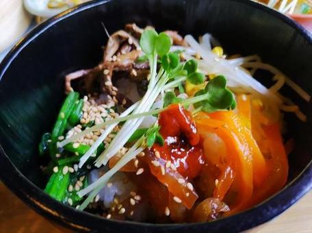 石鍋拌飯午餐