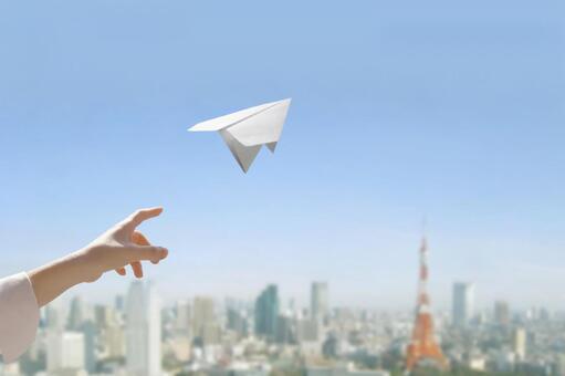 跳过纸飞机的人