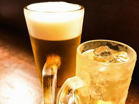 Draft beer and highball