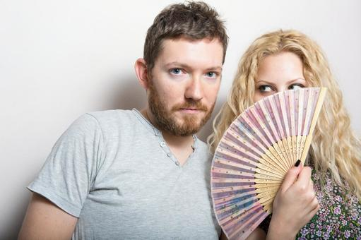 Women with folding fans and foreign men 3
