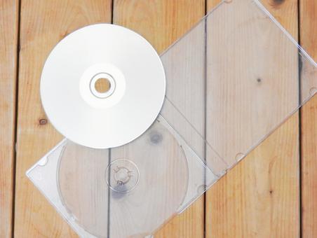CD 나 dvd에 음악과 데이터를 백업.