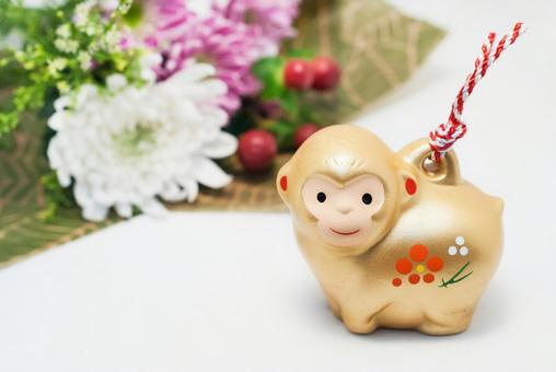 Monkey figurines and bouquets