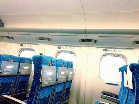Baggage rack of bullet train