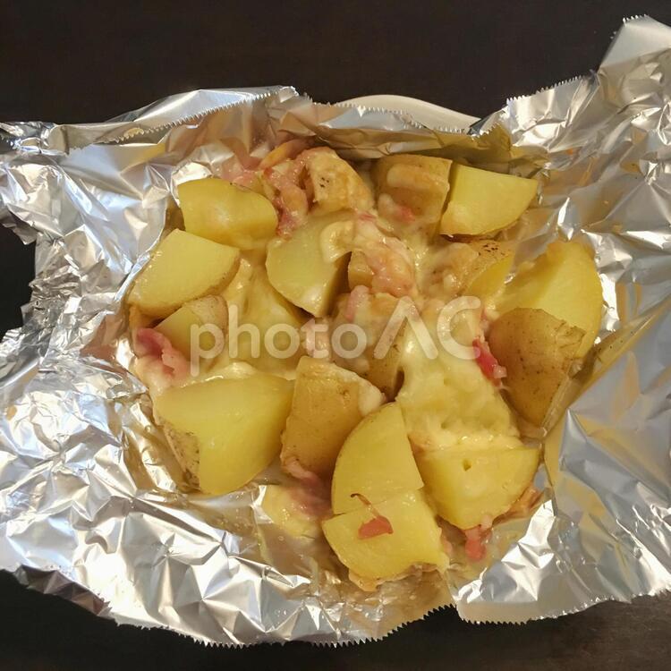 ポテトとベーコンのチーズ焼きの写真