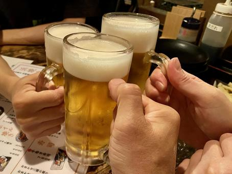 Toast with cold beer! !!