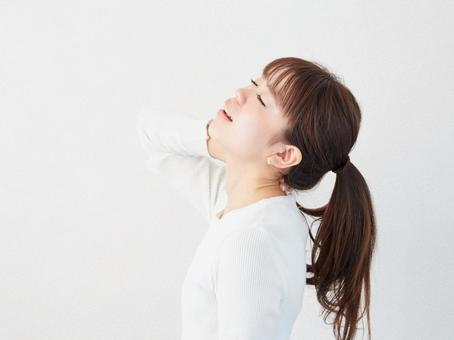 Image of a woman with a sore neck