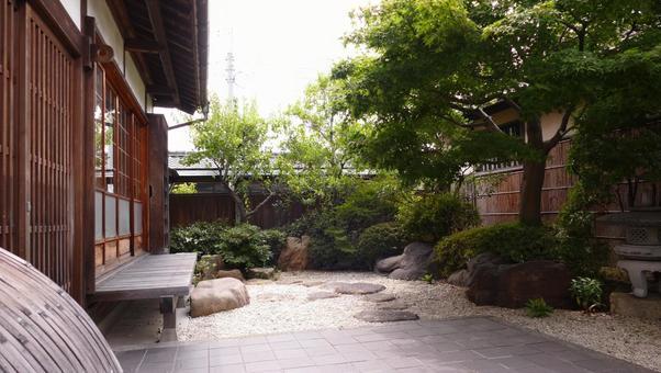 정원과 일본식 가옥의 툇마루