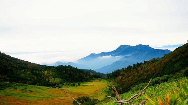 Mt. Hiuchi and the moor seen from Mt. Myoko