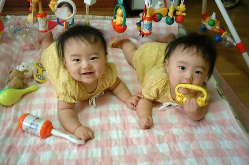 雙胞胎嬰兒兒童兒童兒童幼兒