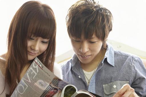 Couple seeing magazines 17