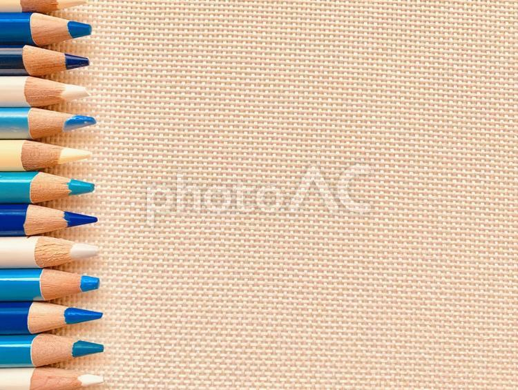 サマーカラーの色鉛筆の写真
