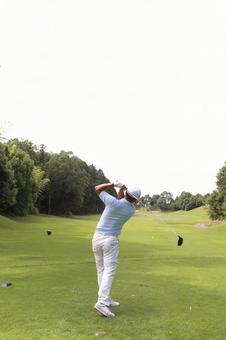 Male to play golf 4
