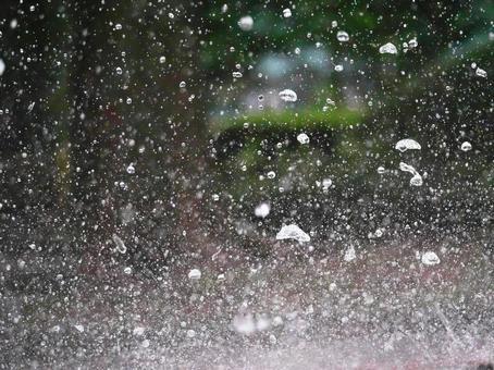 A moment of spray (ultra-high-speed shutter)