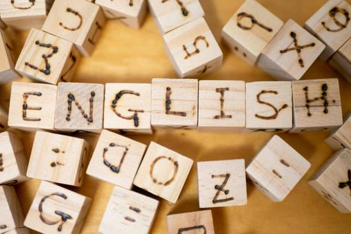 Uppercase English dice