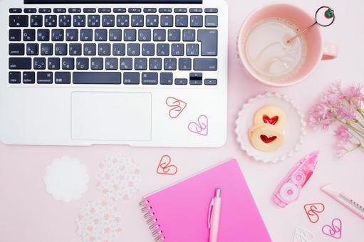 Feminine computer desk