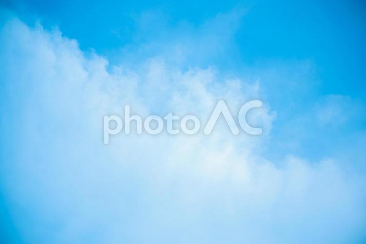 青い空と白い雲の写真