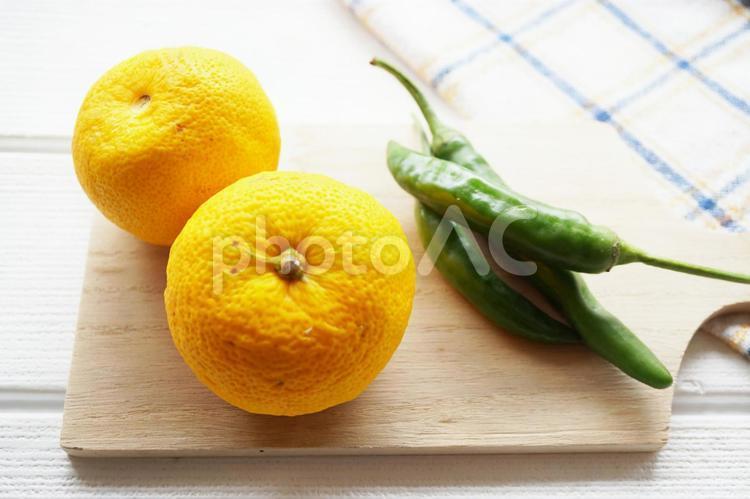 柚子と青唐辛子の写真