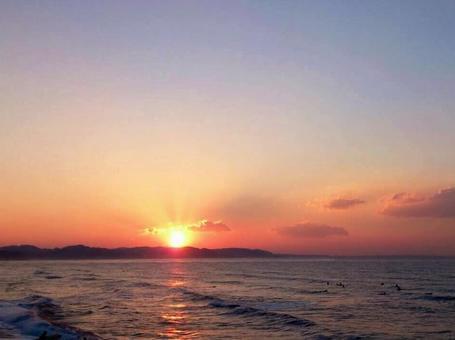 从海上升起的第一个日出