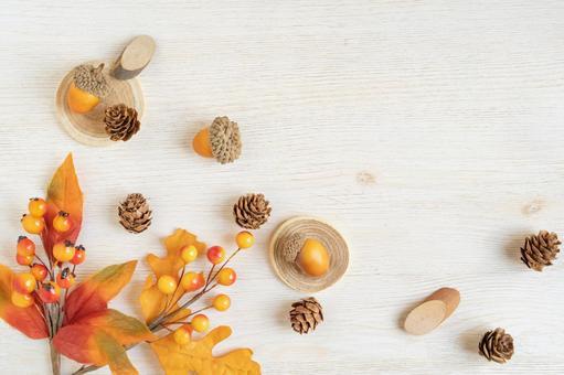 帶橡子和松果的秋季框架