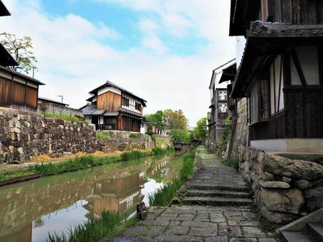 수로가있는 마을